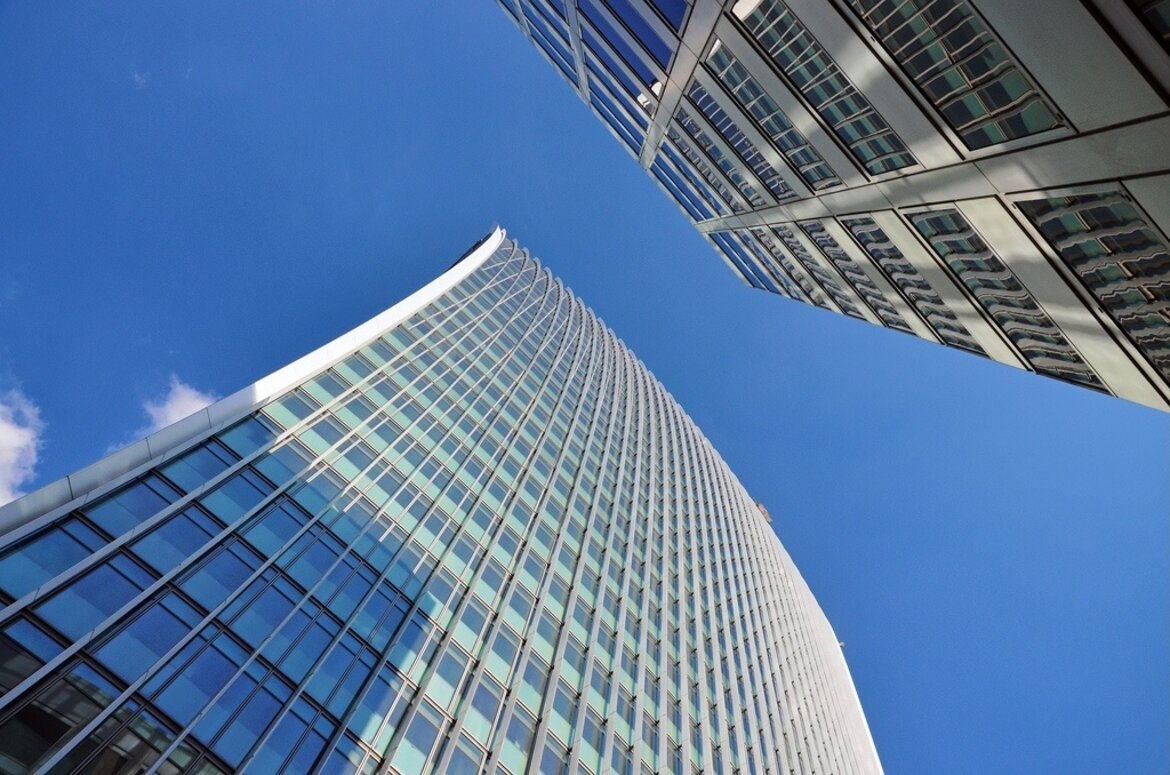 Glass from the windows in a London skyscraper generates sufficient heat to warp cars.