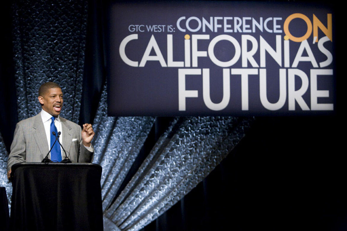 Sacramento Mayor, Kevin Johnson addresses the crowd at the Conference on California's Future
