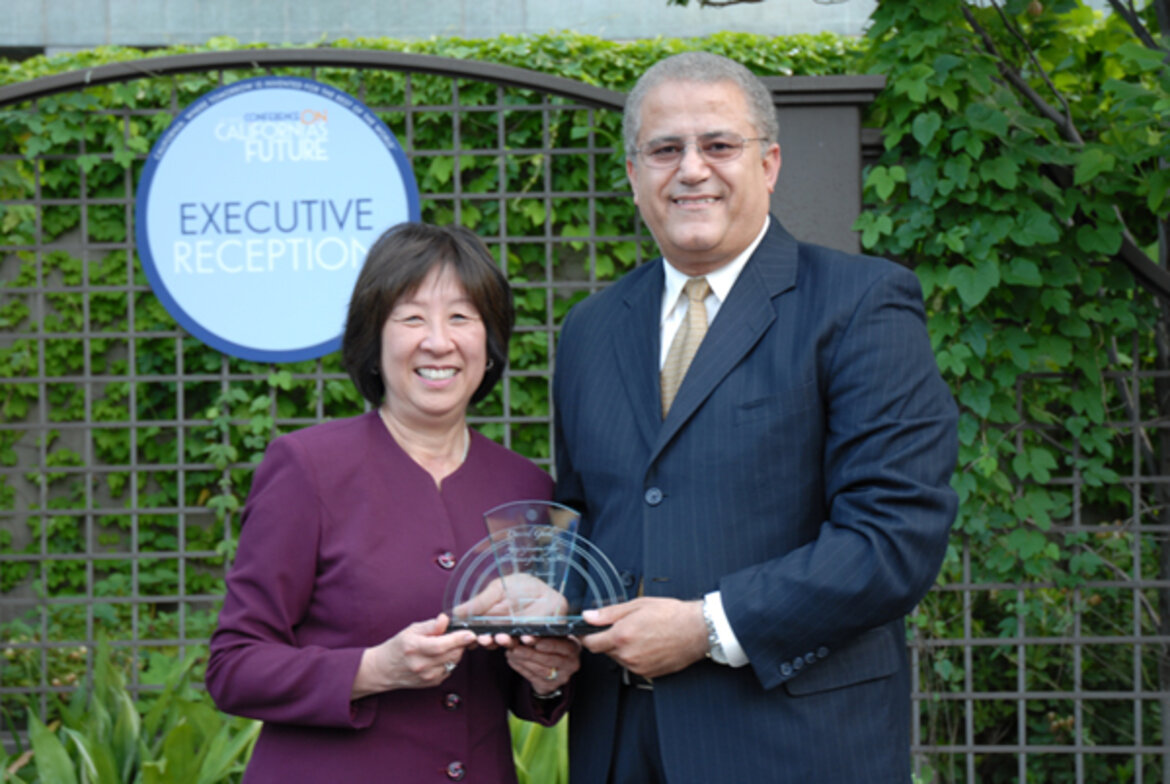 Davood Ghods, AIO, Department of Food and Agriculture, receives Vision and Innovation Award from State CIO, Teri Takai