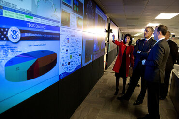 Obama tours the National Cybersecurity and Communications Integration Center