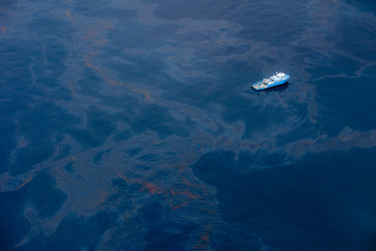 bp oil spill social media case study Answer to brief summary of the british petroleum case of a month after the oil spill while using social media, bp campaign bought promotional.
