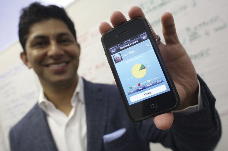 Minneapolis physician Rajiv Shah with MyMeds app