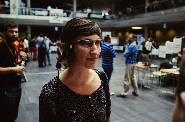 Person uses Google Glass in public