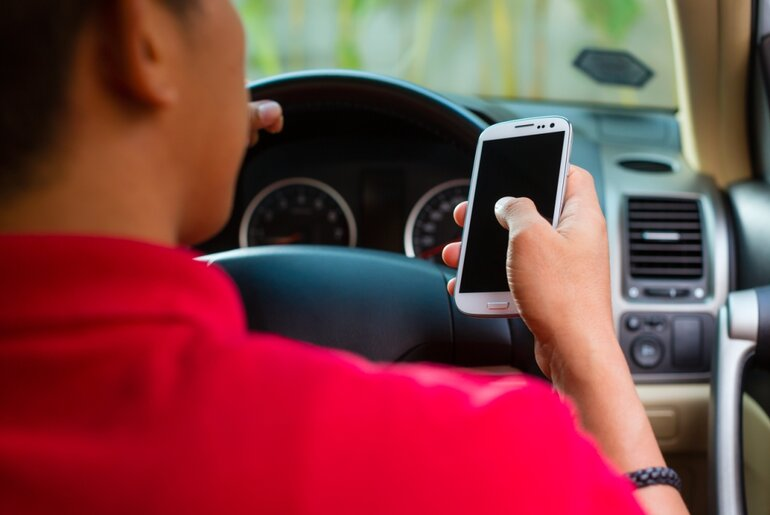 Nine states still don't have complete or any ban on texting while driving