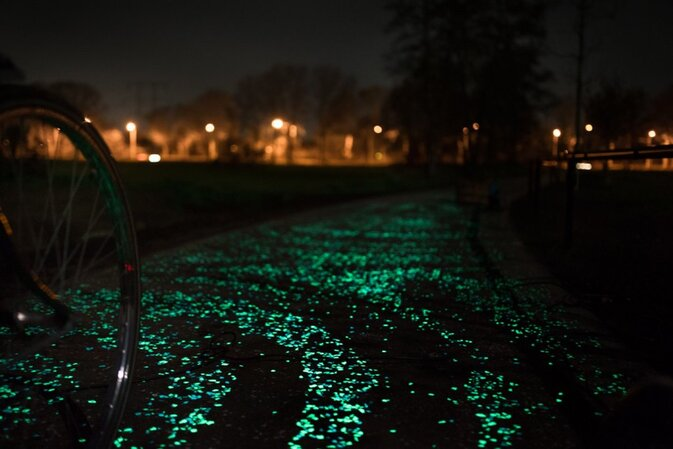 Van Gogh-Roosegaarde, glow-in-the-dark bike path