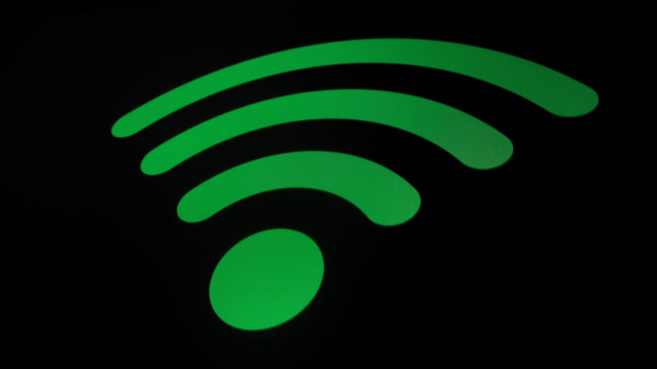 FCC Lets Wireless Carriers Use Wi Fi Airwaves Critics Worry About Interference