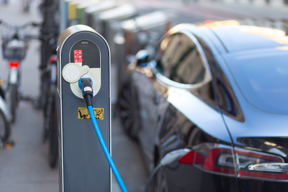Federal Research Aims to Knock Down Two of the Electric Cars' Biggest Hurdles